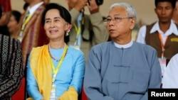 緬甸國務資政昂山素姬和總統吳廷覺共同出席會議 (資料圖片)