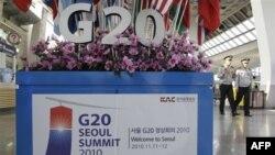 Cảnh sát Nam Triều Tiên tuần tra tại sân bay Gimpo ở Seoul. Seoul tăng cường an ninh chưa từng thấy cho cuộc họp thượng đỉnh G20