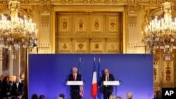 Rex Tillerson, secrétaire d'Etat américain et Jean-Yves Le Drian, ministre français des Affaires étrangères, le 08 décembre 2017