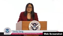 Bà Sandy Đặng phát biểu tại buổi lễ, 27/5/2021. Photo Facebook USCIS