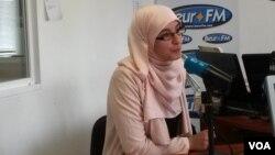 Nadia El Bouga at Beur FM. (L. Bryant/VOA)