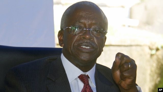 Uganda opposition presidential candidate Patrick Amama Mbabazi talks to reporters at his offices in capital, Kampala, Dec. 21, 2015.