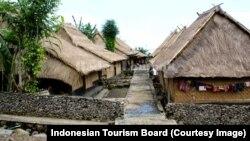 Sebuah desa dengan rumah-rumah kayu tradisional di Desa Limbungan, Lombok Timur sebagai tujuan wisata. (Foto:Courtesy/Badan Pariwisata Indonesia)