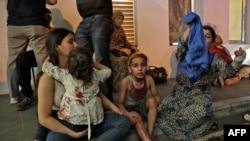 Поранені чекають на допомогу під лікарнею у Бейруті