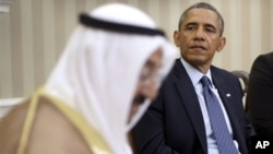 President Barack Obama meets with the emir of Kuwait, Sheik al Ahmad Jaber al-Sabah, in the Oval Office of the White House in Washington, Sept. 13, 2013.