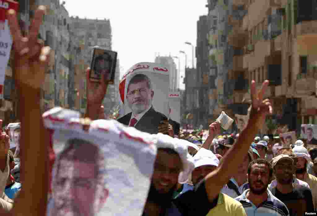 Supporters of deposed Egyptian President Mohamed Morsi shout slogans during a march from Al-Fath Mosque to the defense ministry, Cairo, July 30, 2013.