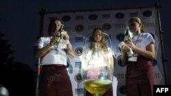 Новый рекорд Гиннеса: море шампанского в Украине