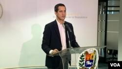 El presidente encargado de Venezuela, Juan Guaidó, durante una conferencia de prensa en Caracas el 17 de noviembre de 2019.