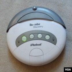 Roomba, robot penghisap debu (vacuum cleaner) yang dibuat oleh perusahaan iRobot.