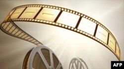 One Day on Earth, bộ phim ghi lại sinh hoạt trong của ngày 10 tháng 10 năm 2010 ở mọi nẻo đường trên Trái Đất