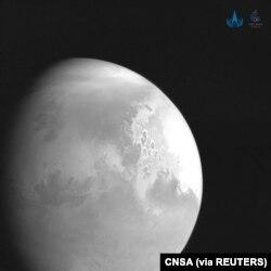 Знімок планети Марс китайським Tianwen-1 (via Reuters)