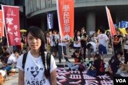 「學民思潮」發言人黃子悅表示,如果立法會通過港府政改方案,會令社會撕裂更嚴重。(美國之音湯惠芸攝)