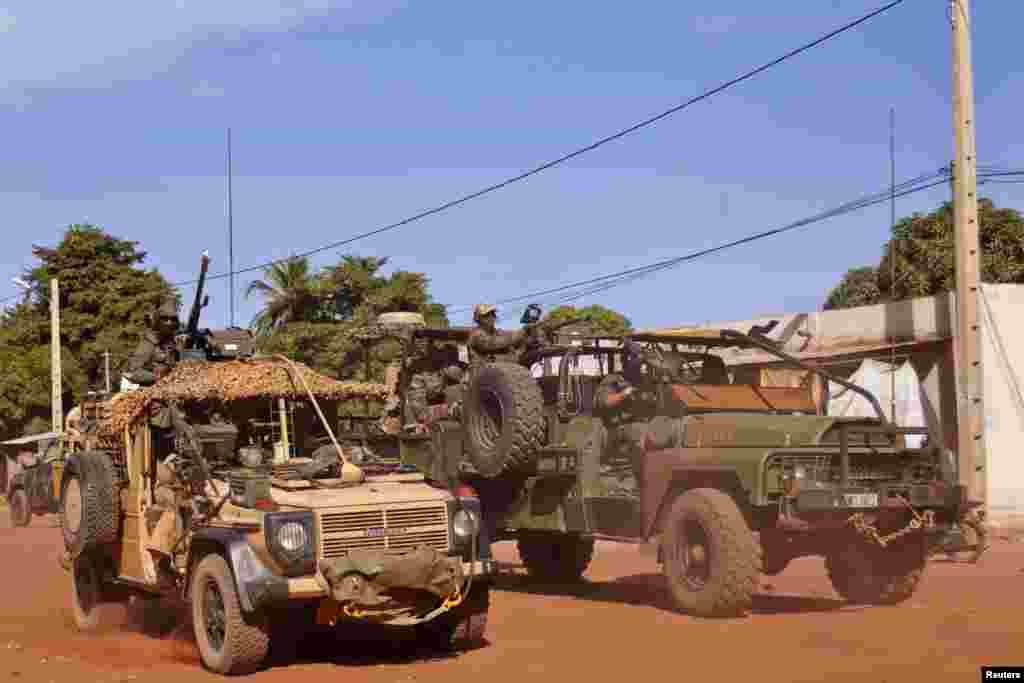 Les forces spéciales françaises traversant Markala, 275 km de Bamako, Mali 15 janvier 2013