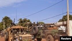 法國精銳特種部隊星期二從離馬里巴馬科275公里的馬爾卡拉駛過