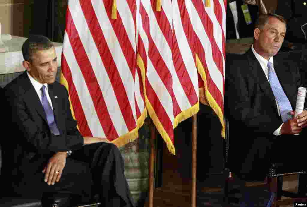 Predsjednik SAD Barack Obama i predsjedavajući Zastupničkog doma Kongresa John Boehner prilikom otkrivanja statue Rose Parks, aktivistkinje pokreta za građanska prva američkih crnaca.