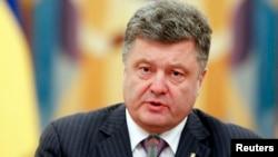 乌克兰总统波罗申科在基辅主持乌克兰安全会议(2014年6月16日)