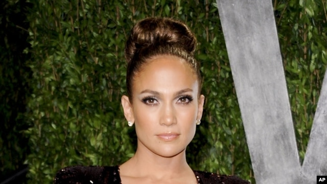 actress and singer Jennifer Lopez arrives at the Vanity Fair Oscar party in West Hollywood, California, February 26, 2012.