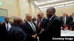 Rais John Magufuli (K) akiwa na Rais Jacob Zuma, Rais mstaafu Benjamin Mkapa na Waziri Mkuu mstaafu Salim Ahmed Salim