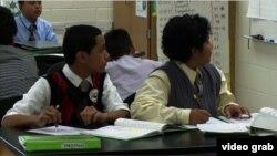"""Para siswa SMP di Manassas, Virginia mengikuti program """"Berdandan untuk Sukses"""" setiap hari Senin (Foto: dok)."""