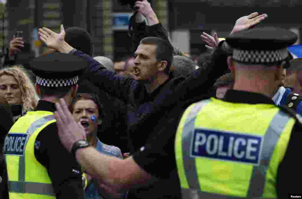 Pro-independence protestors confront pro-union protestors during a demonstration at George Square in Glasgow, Scotland, Sept. 19, 2014.