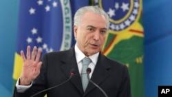 Le président brésilien Michel Temer s'adresse à son auditoire lors d'une cérémonie au palais présidentiel Planalto , à Brasilia, Brésil, le 7 décembre, 2016.