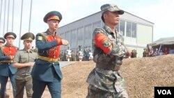 中國軍隊去年參加了在俄羅斯的軍事比賽活動。(美國之音白華攝)