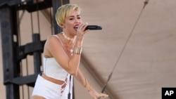 Miley Cyrus tampil di acara IHeartRadio Music Village di Las Vegas. (Foto: Dok)