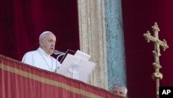 """Papa Francisco: """"Há escuridão nos corações humanos, mas a luz de Cristo permanece maior""""."""