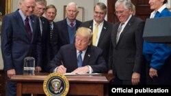 Donald Trump donnera une conférence de presse à 18H00 GMT en cas d'adoption définitive de la réforme fiscale par la Chambre.