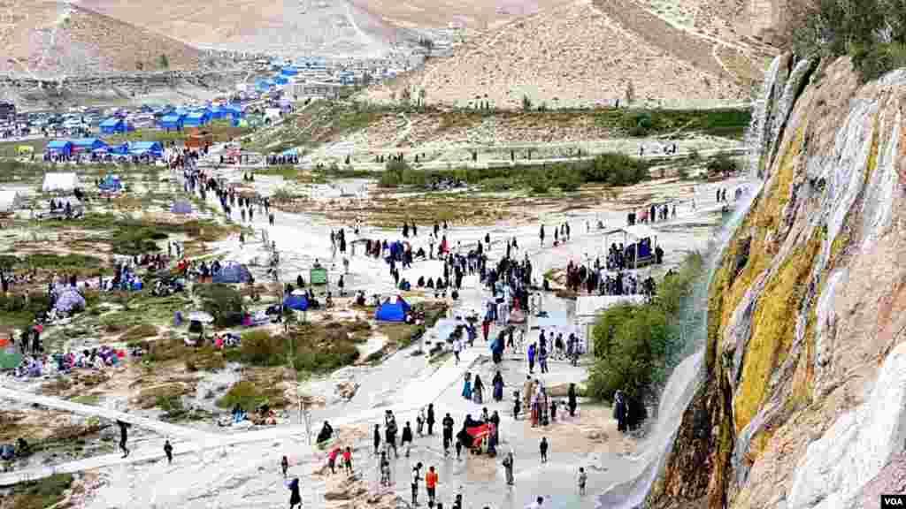 ارقام ریاست اطلاعات و فرهنگ بامیان نشان میدهد که در طول امسال، بیش از ۳۵۰ هزار سیاح داخلی و ۶۰۰ سیاح خارجی، از این ولایت دیدن کرده اند