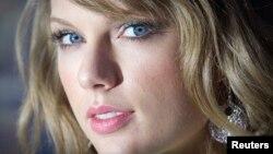 FILE - Taylor Swift