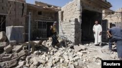 Cảnh tàn phá sau vụ tấn công bằng bom ở Taji, thị trấn nằm cách thủ đô Baghdad của Iraq 20 km về hướng bắc