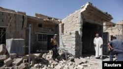Stanovnici na poprisstu napada bombom u iračkom gradu Tadži