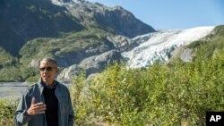 奧巴馬親往阿拉斯加冰川