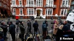 گروه تحقیق سازمان ملل همچنین رای داده که سویدن و بریتانیا باید به خاطر نحوه رفتار با آسانژ به او خسارت بپردازند.