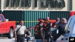 2015年5月17日德克萨斯州韦科当局调查枪击。