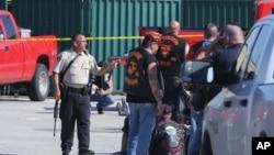 2015年5月17日德克萨斯州韦科当局调查枪击