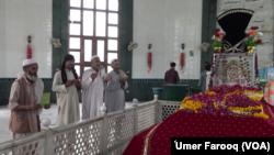 پشاور میں رحمان بابا کا مزار۔ فائل فوٹو