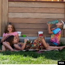 Kompleks perumahan bergaya komunal juga menyediakan ruang bermain anak-anak.