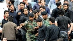 پلیس ایران تظاهرات ضد سعودی در ورزشگاه آزادی را بر هم زد