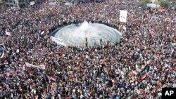 احتجاج کنندگان ضد دولتی خواستار فسخ قانون حالت اضطرار هستند که به نیروهای امنیتی صلاحیت توقیف و حبس بدون موجب را می دهد.