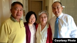 북한에 억류 중인 케네스 배 씨 가족. 왼쪽부터 아버지, 여동생, 어머니, 그리고 대학 동창 바비 리 씨.