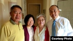 북한에 억류 중인 케네스 배 씨 가족과 대학 동창 바비 리 씨(오른쪽).