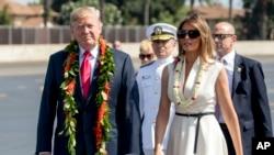 ہوائی پہنچنے پر صدر اور خاتون اول کو روایتی انداز میں خوش آمدید کہا گیا