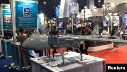Một nguyên mẫu drone chiến đấu của Hải quân Hoàng gia Thái Lan, được sáng chế bởi Bộ Khoa học và Công nghệ Quốc phòng, trưng bày trong triển lãm Quốc phòng và An ninh 2017 ở Bangkok, Thái Lan, ngày 7 tháng 11, 2017.