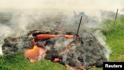 美國夏威夷基拉韋厄火山噴發出的岩漿,威脅火山附近寧數十幢房屋