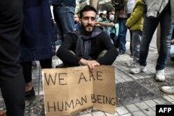 İranlı qaçqınlar Yunanıstanın paytaxtı Afinada piket keçirirlər - Oktyabr 2018