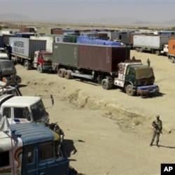 پاک افغان سرحد پر نیٹو رسد سے لدے ٹرک