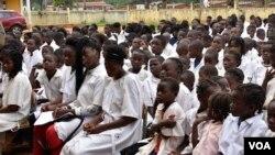 Alunos em Angola
