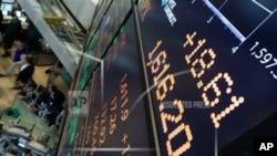 在紐約證券交易所,5月3日標準普爾指數達到破紀錄的1616點